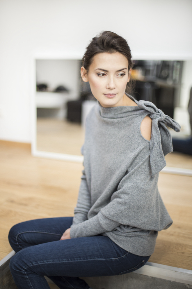 One shoulder sweater in grey wool BOW
