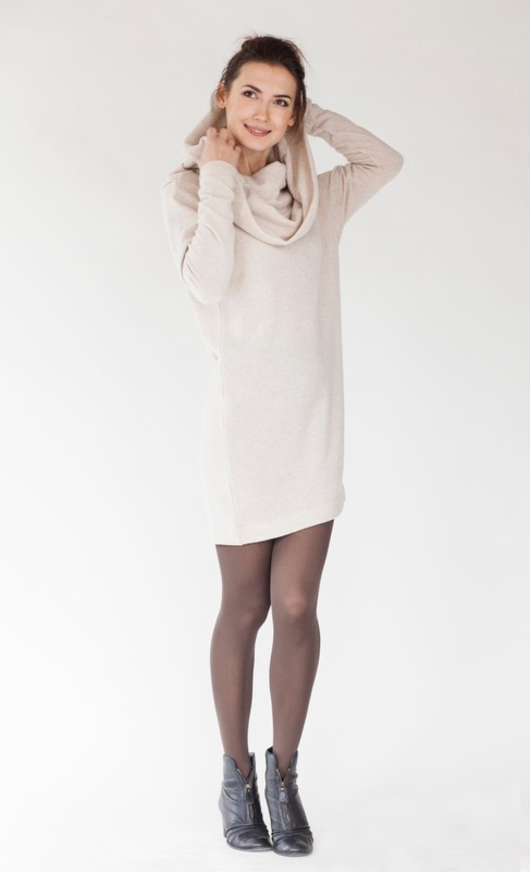 Cute sweater dress in cream wool BIG NECK