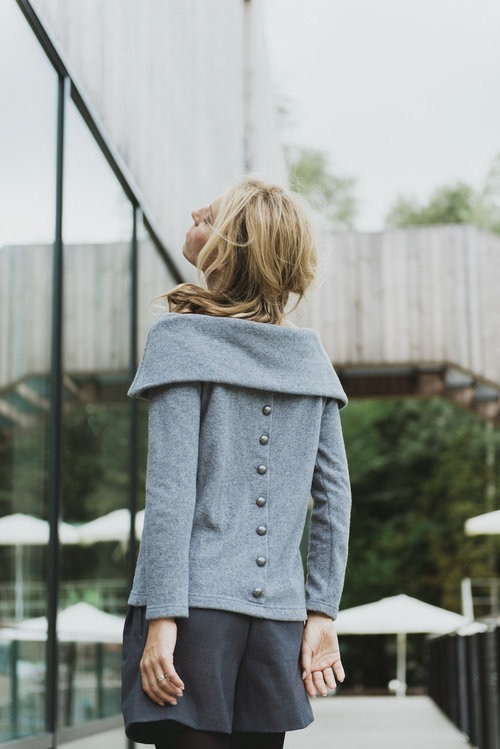 Fall sweater in grey wool with buttons OPEN SHOULDERS
